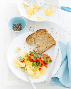 Low FODMAP Scrambled Eggs with Chilli, Tomato & Coriander Salsa