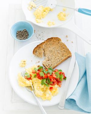 Low FODMAP Scrambled Eggs with Chilli, Tomato & Coriander Salsa