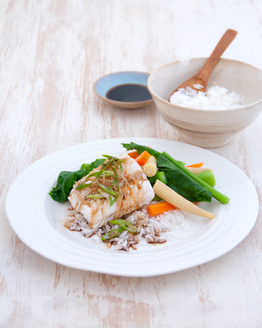 Low FODMAP Steamed Fish with Asian Vegetables