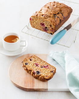 Low FODMAP Berry Carrot Loaf