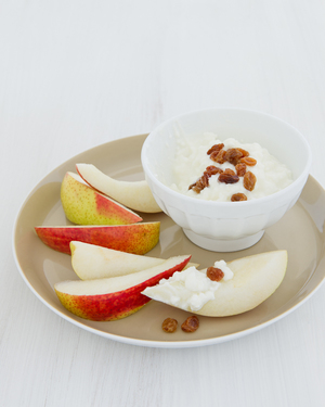 Pear with Cottage Cheese & Sultanas