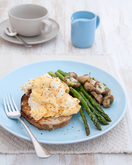 Scrambled Eggs with Asparagus & Garlic Mushrooms