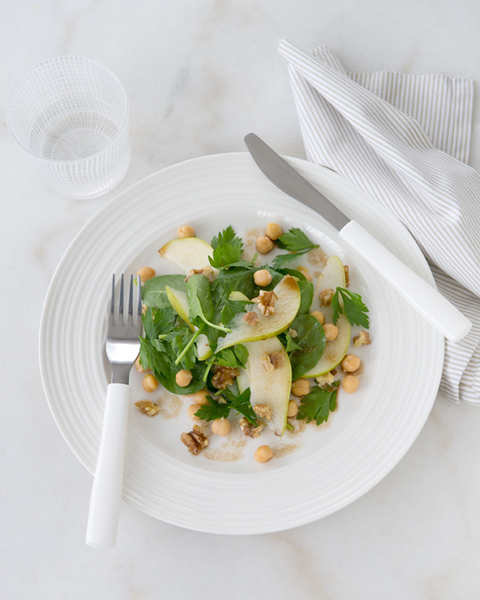 Baby Spinach, Pear, Walnut & Chickpea Salad